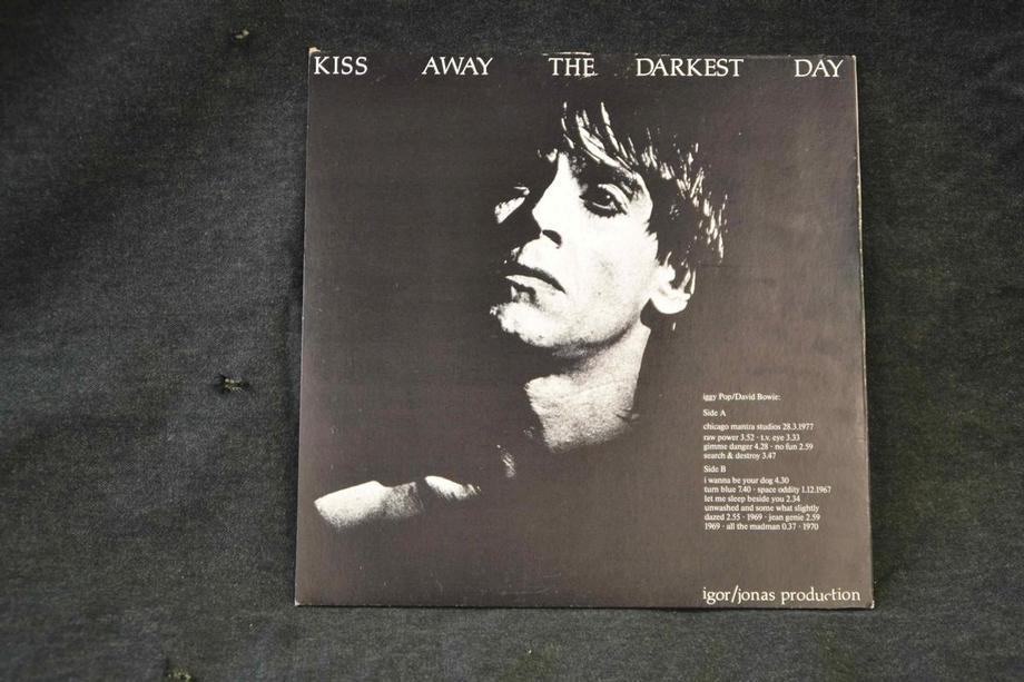 KISS AWAY THE DARKEST DAYS     Live 69-77 Ex+