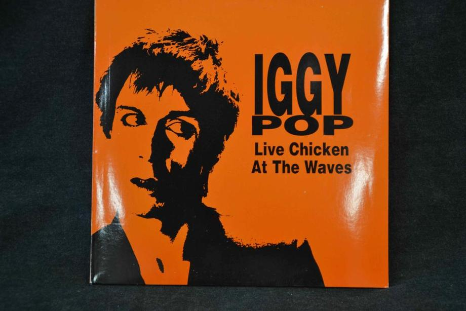 LIVE CHICKEN AT THE WAVES    Chicago 1980 Mint-