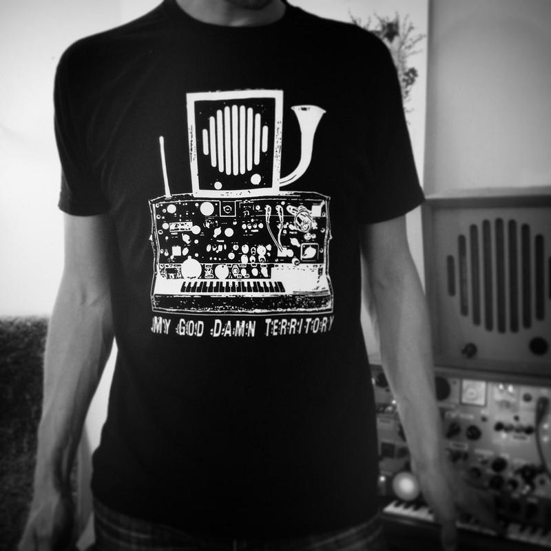 KEYBOARD DESIGN   Large  lady T-shirt