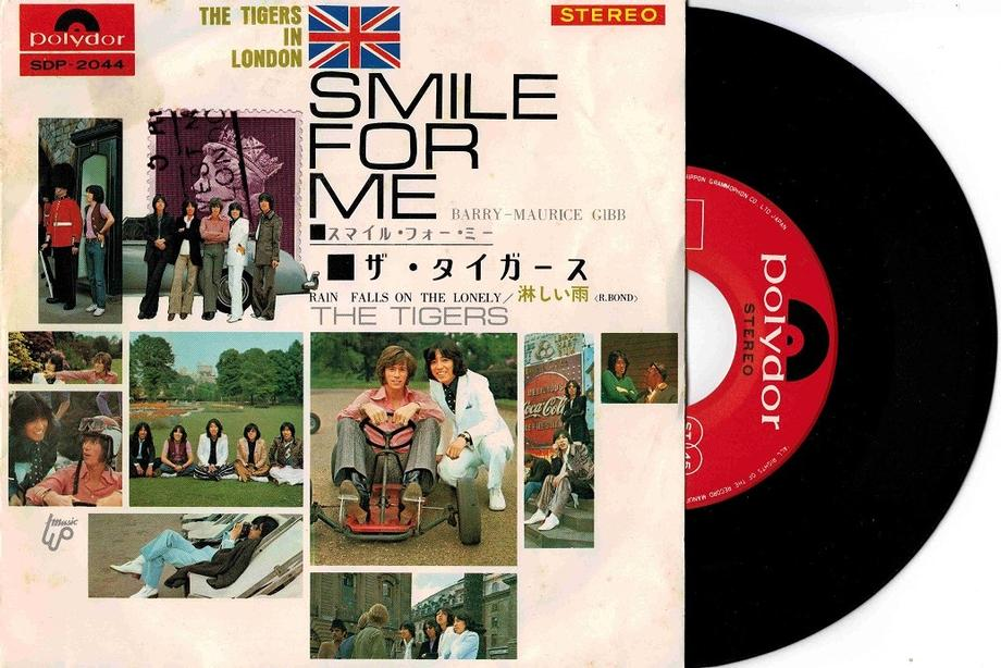SMILE FOR ME / Rain Falls On The Lonely